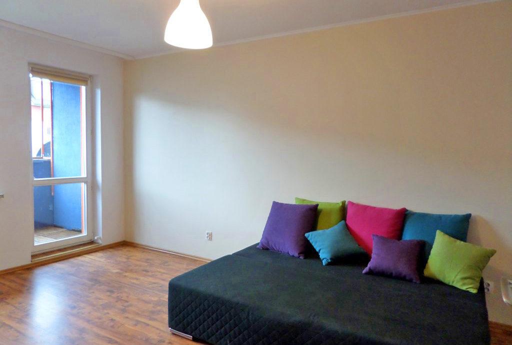 na zdjęciu komfortowy salon w mieszkaniu na wynajem Wrocław Krzyki