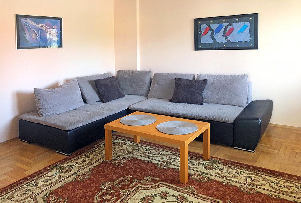 prestiżowy salon znajdujący się w mieszkaniu do wynajmu Wrocław Krzyki
