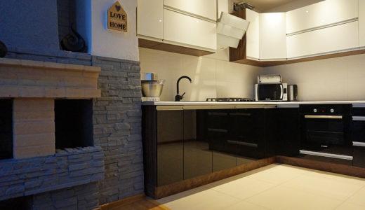 funkcjonalna kuchnia w zabudowie w mieszkaniu do wynajmu Wrocław Leśnica