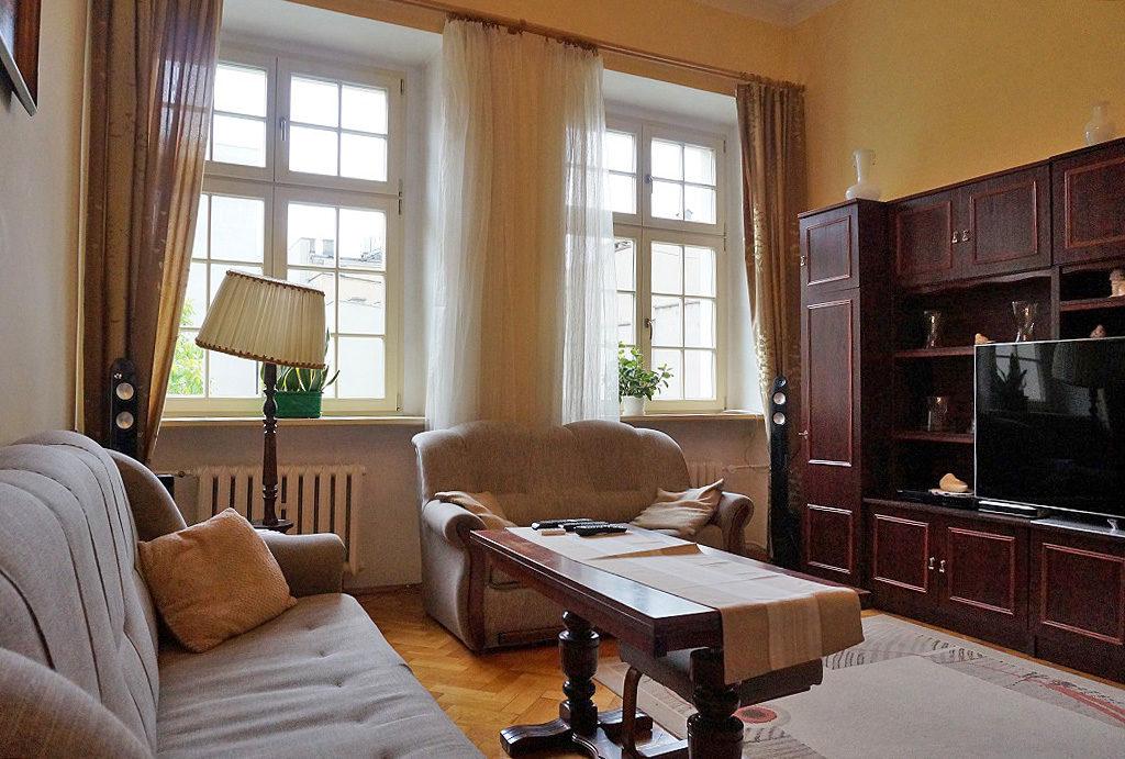 widok na jedne z luksusowych pokoi w mieszkaniu na sprzedaż Wrocław Stare Miasto