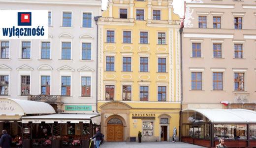 widok na kamienicę, w której znajduje się oferowane na sprzedaż mieszkanie Wrocław Stare Miasto