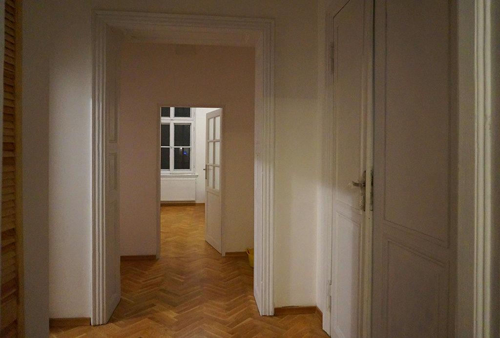 zdjęcie prezentuje przedpokój w mieszkaniu do wynajmu Wrocław Stare Miasto
