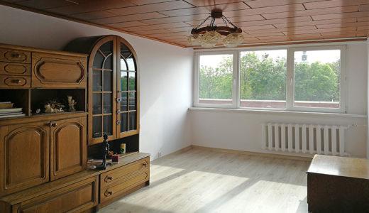 klasycznie wykończone wnętrze salonu w mieszkaniu na sprzedaż Wrocław okolice