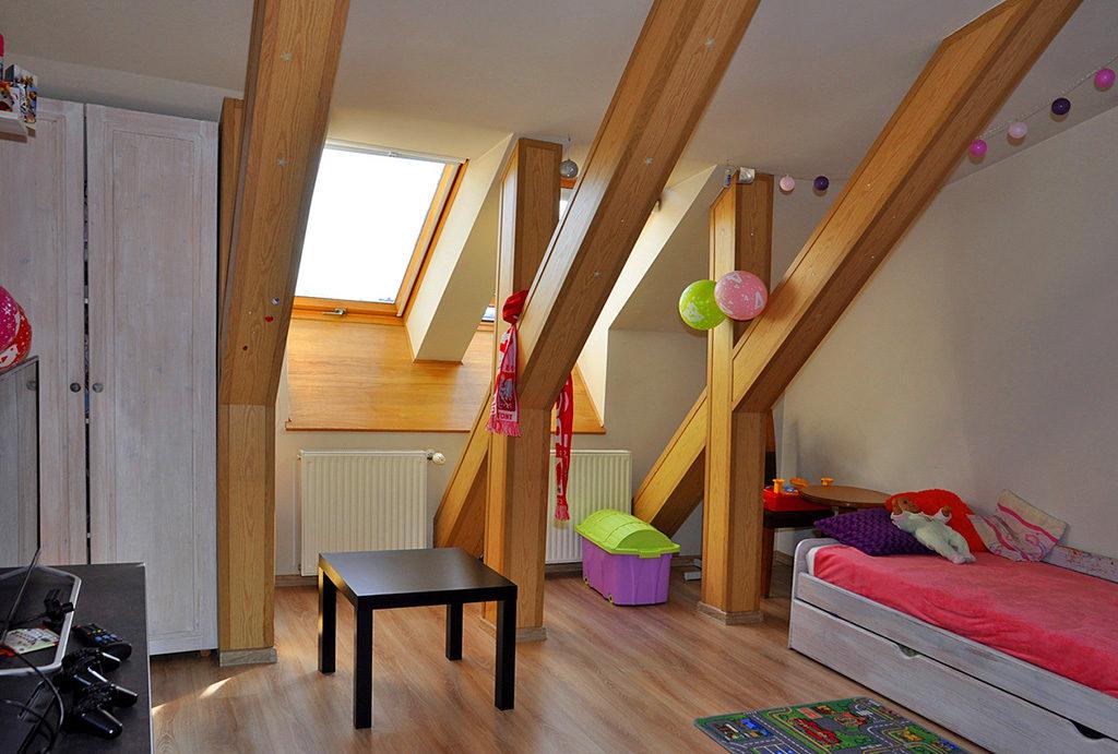 komfortowy, przestronny salon w mieszkaniu na sprzedaż Wrocław okolice