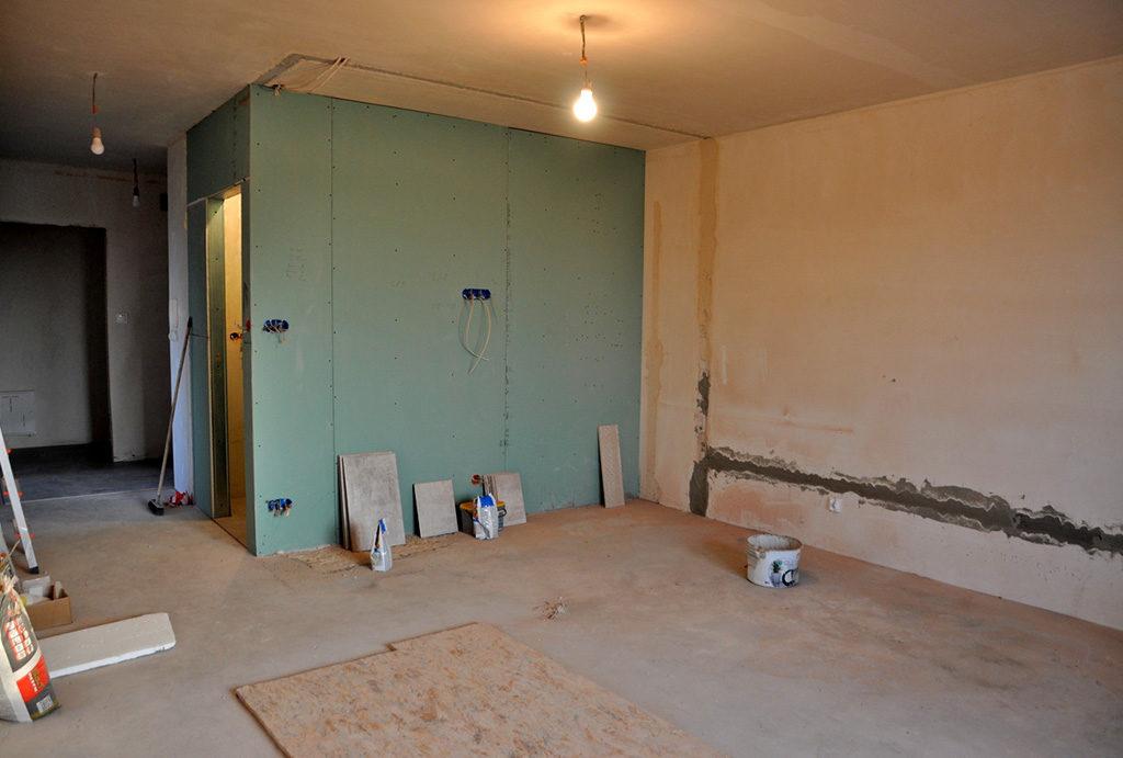 zdjęcie prezentuje jeden z komfortowych pokoi w w mieszkaniu na sprzedaż Wrocław okolice