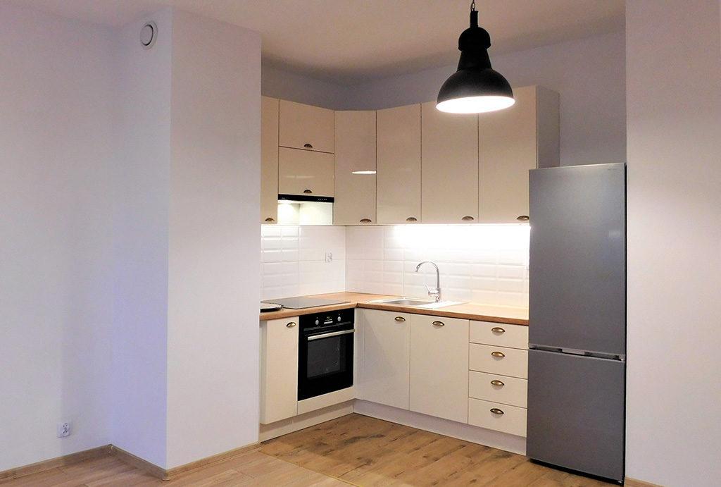 funkcjonalnie zaaranżowana kuchnia w mieszkaniu do wynajęcia Wrocław okolice