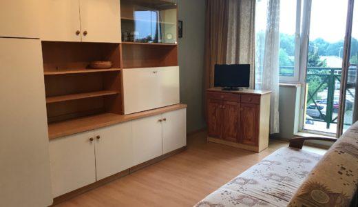umeblowane wnętrze salonu w mieszkaniu do wynajęcia Wrocław Fabryczna