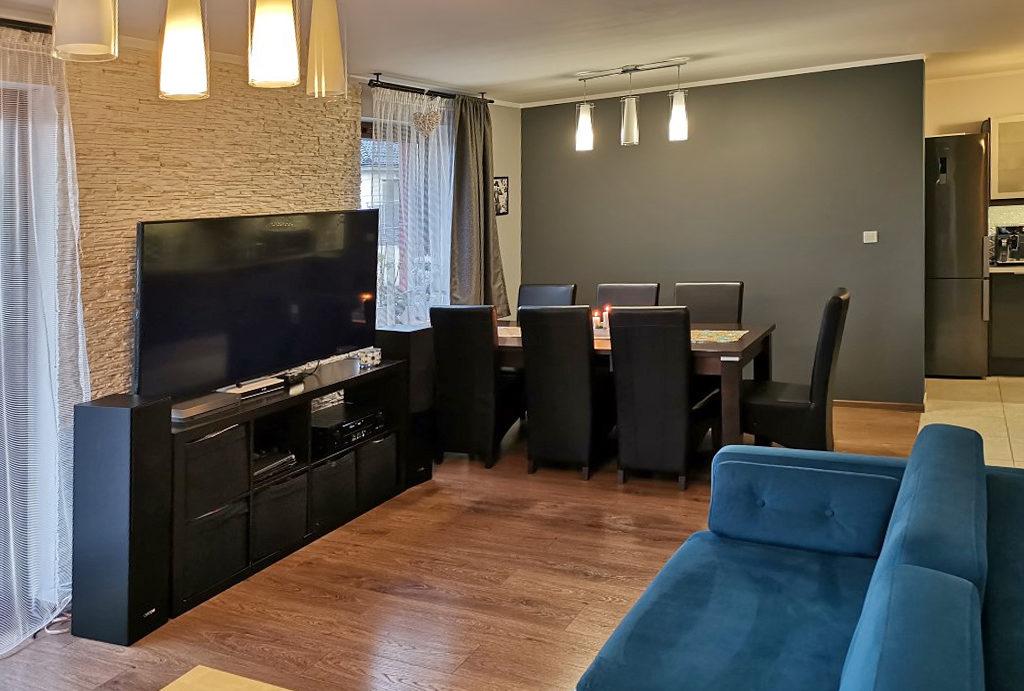 widok od strony salonu na jadalnię w mieszkaniu do wynajmu Wrocław Fabryczna