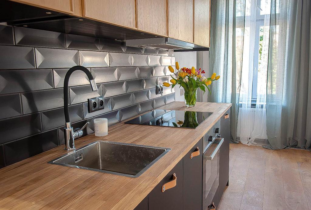 zbliżenie na zabudowę aneksu kuchennego w mieszkaniu do sprzedaży Wrocław Krzyki