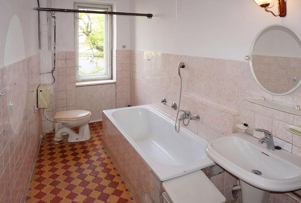 na zdjęciu łazienka w mieszkaniu do sprzedaży Wrocław Krzyki