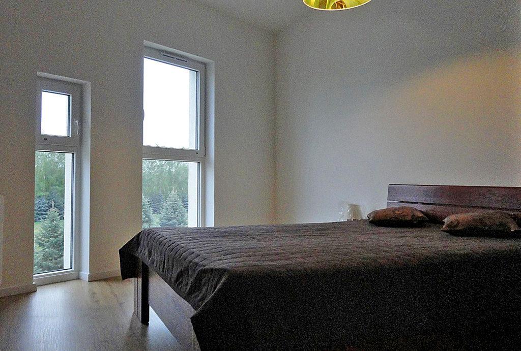 zaciszna sypialnia w mieszkaniu do wynajmu Wrocław Leśnica