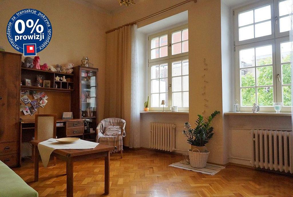 zdjęcie przedstawia komfortowy pokój w mieszkaniu do sprzedaży Wrocław Stare Miasto