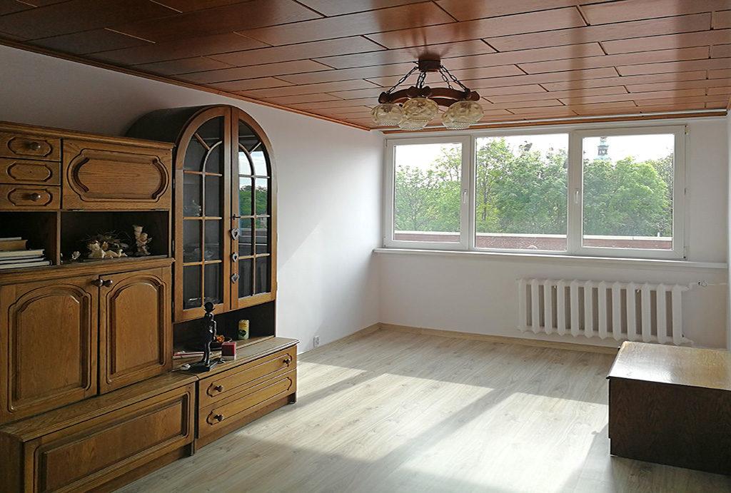 salon urządzony i zaaranżowany w stylu klasycznym w mieszkaniu do sprzedaż Wrocław okolice