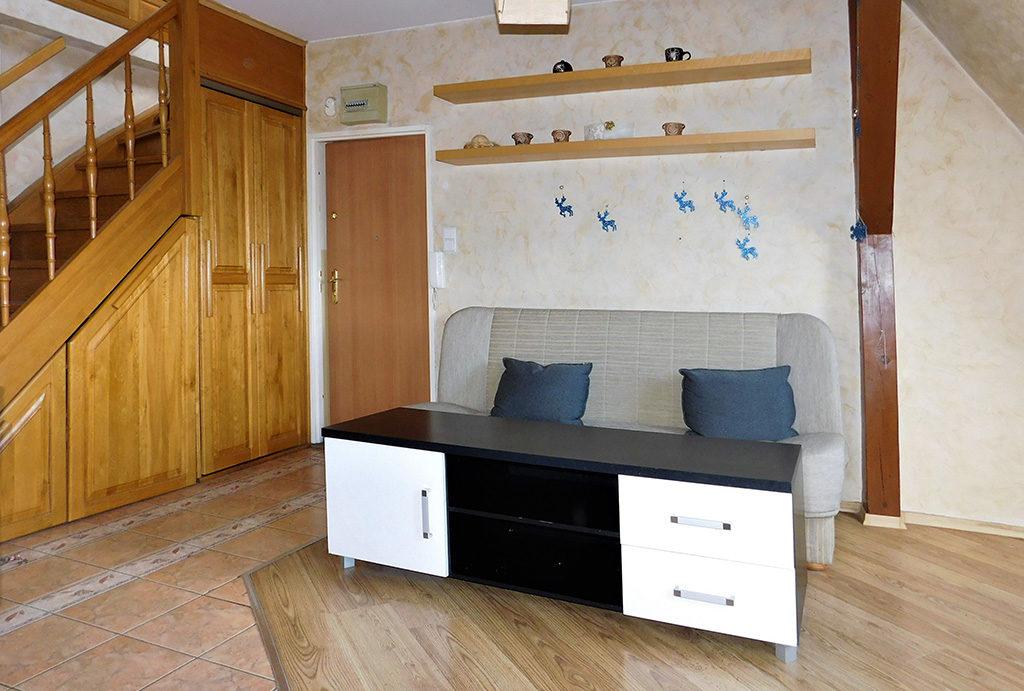 widok na prestiżowy salon w mieszkaniu na sprzedaż Wrocław (okolice)
