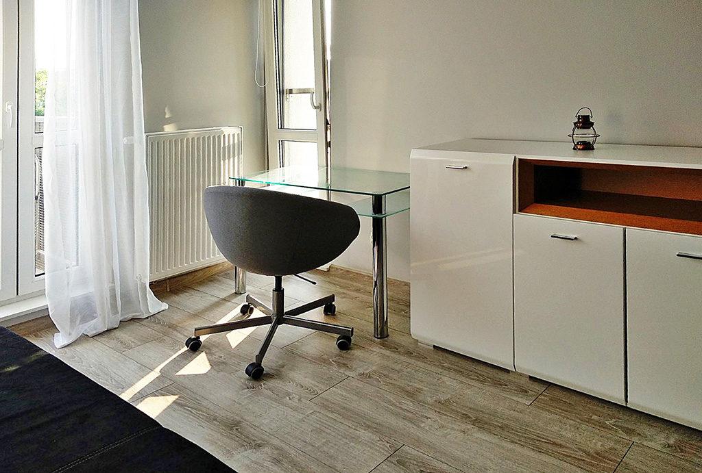 na zdjęciu gabinet w mieszkaniu do wynajmu Wrocław