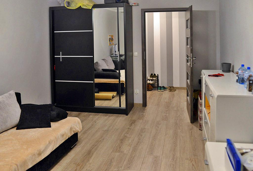 przestronny, luksusowy salon w mieszkaniu do wynajmu Wrocław Śródmieście