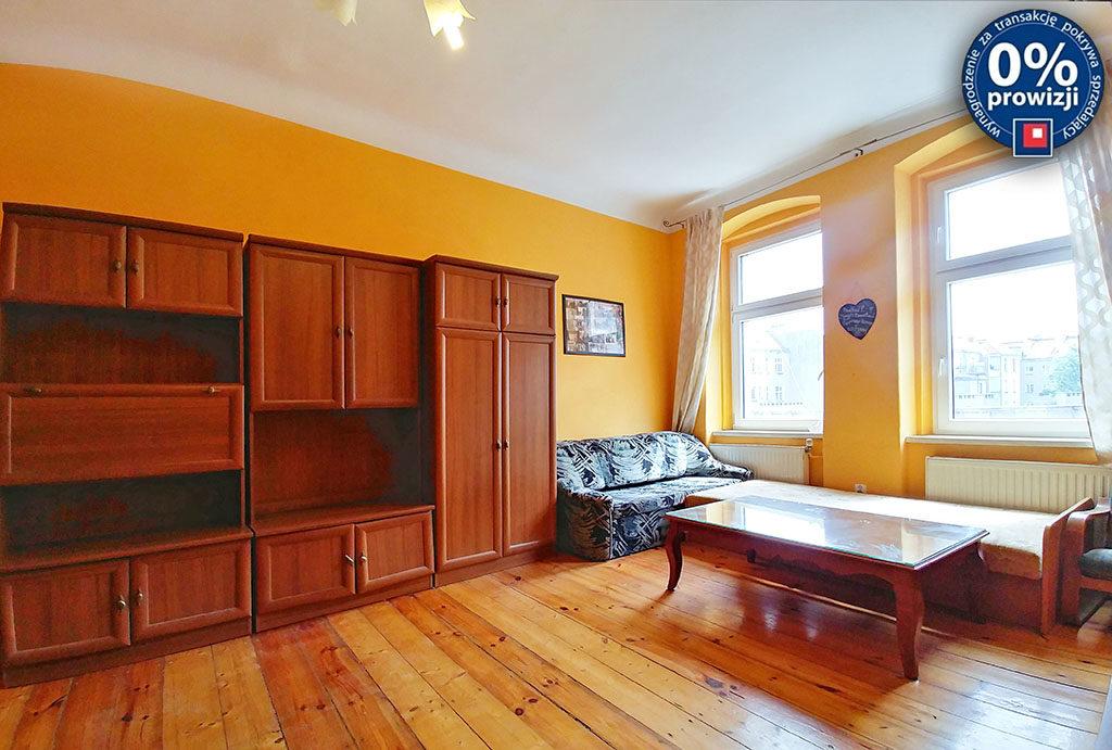 widok na salon w mieszkaniu do sprzedaży Wrocław Śródmieście