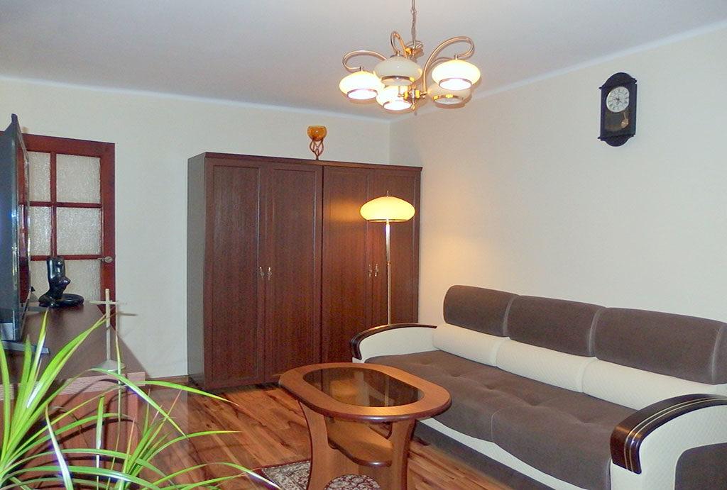 widok z innej perspektywy na salon w mieszkaniu na sprzedaż Wrocław Fabryczna