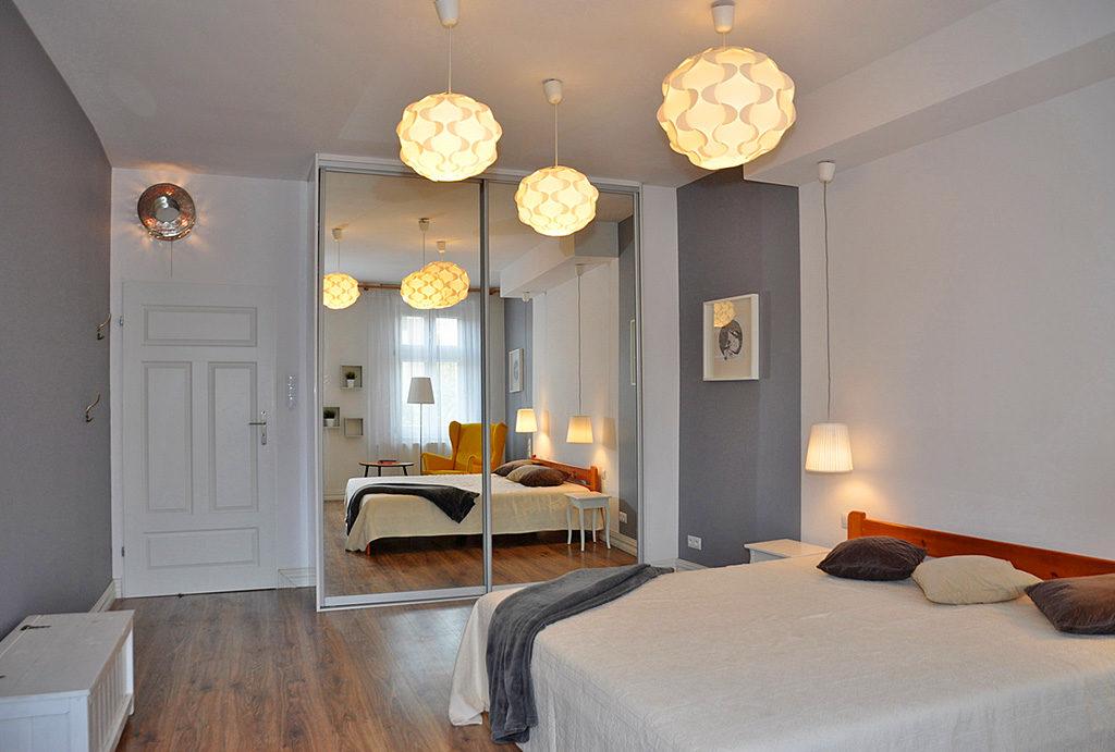 zaciszna, elegancka sypialnia w mieszkaniu do sprzedaży Wrocław Krzyki