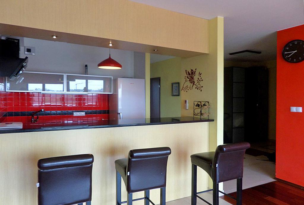 komfortowa kuchnia w zabudowie w mieszkaniu do wynajmu Wrocław Krzyki