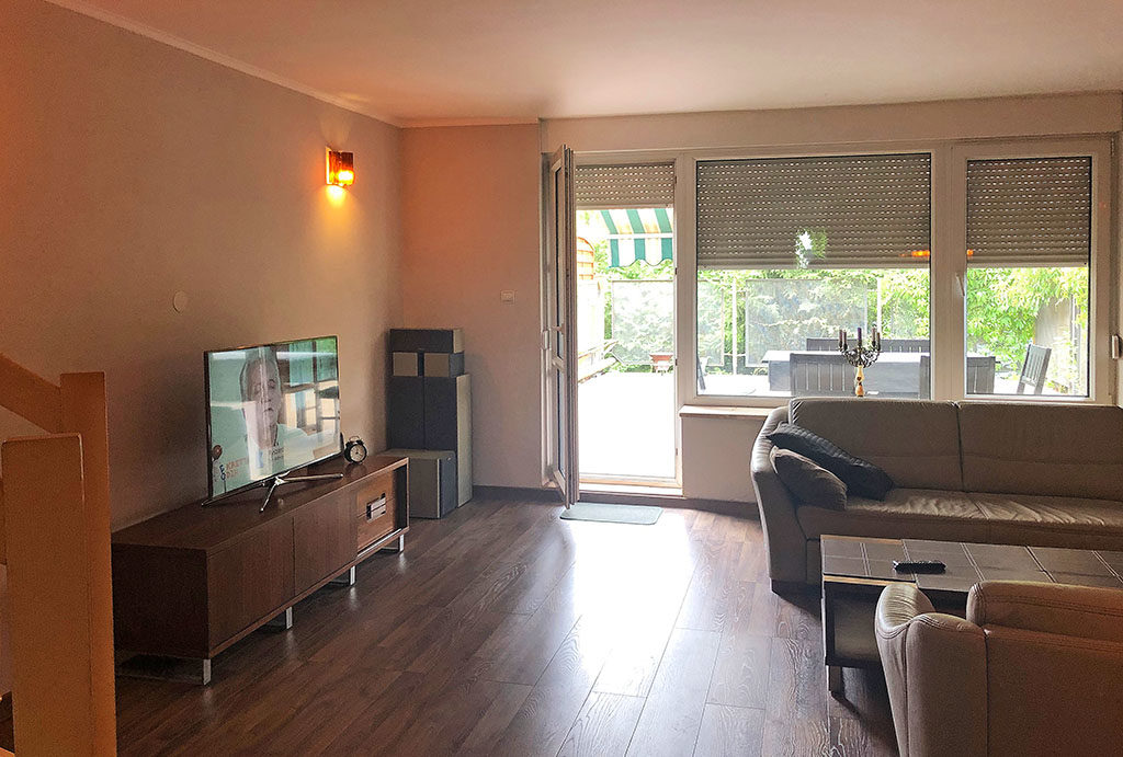 przestronny, słoneczny salon w mieszkaniu do wynajęcia Wrocław Krzyki