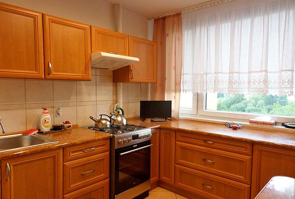 kuchnia w funkcjonalnej zabudowie w mieszkaniu do wynajęcia Wrocław Psie Pole
