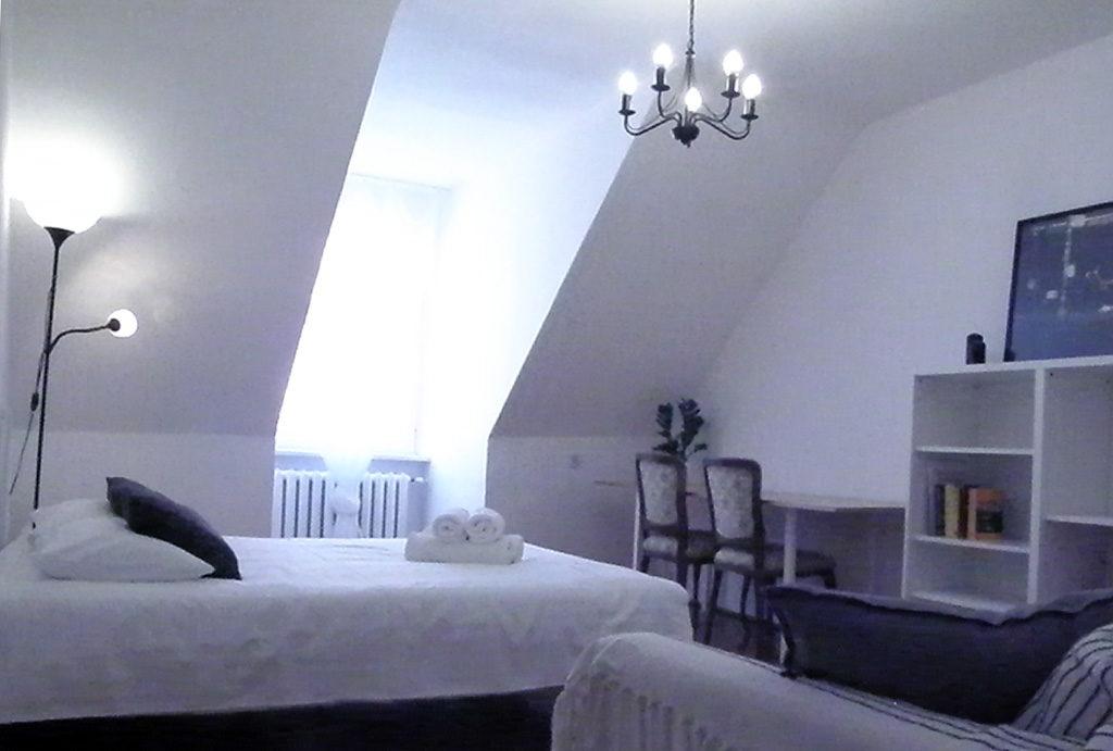 przytulna, zaciszna, elegancka sypialnia w mieszkaniu do sprzedaży Wrocław Stare Miasto