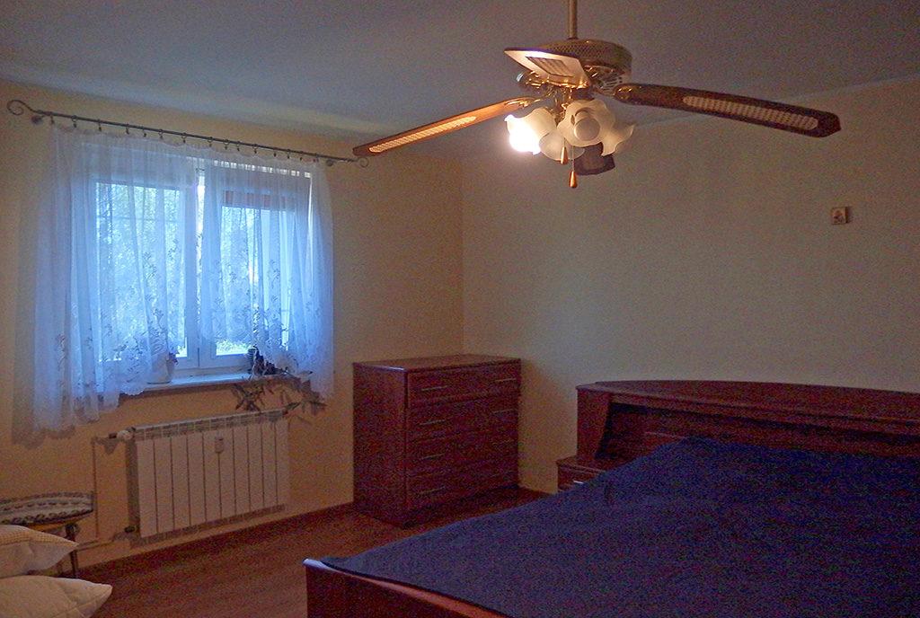 intymna, elegancka sypialnia w mieszkaniu na sprzedaż Wrocław (okolice)