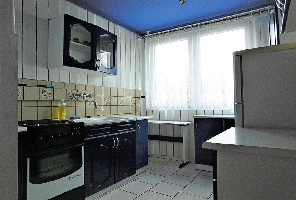 nowocześnie umeblowana kuchnia w mieszkaniu do wynajęcia Wrocław okolice