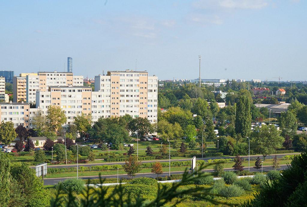 atrakcyjna lokalizacja i widok na zieleń w mieszkaniu do sprzedaży Wrocław Fabryczna