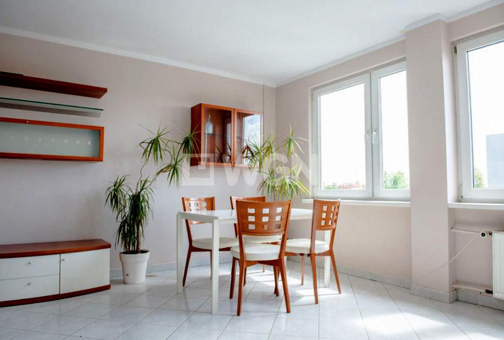 komfortowy salon z jadalnią w mieszkaniu do wynajęcia Wrocław Krzyki