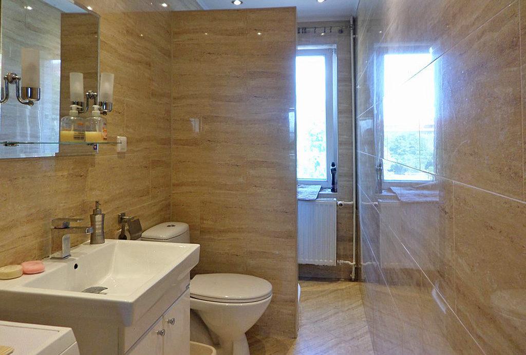 elegancka łazienka znajdująca się w mieszkaniu na wynajem Wrocław Psie Pole