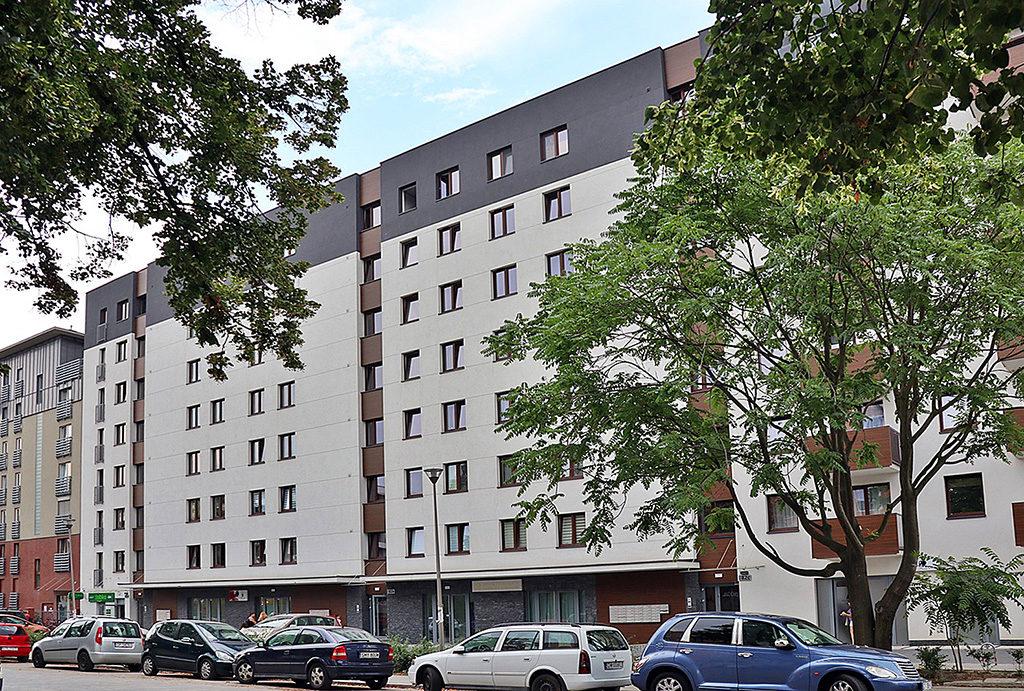 prestiżowa lokalizacja i widok na budynek, w którym usytuowane  jest oferowane na wynajem mieszkanie Wrocław Stare Miasto