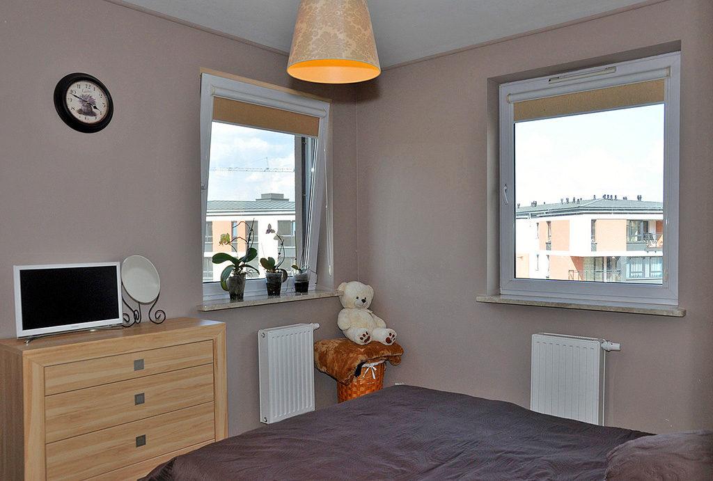 widok na sypialnię w mieszkaniu do sprzedaży Wrocław (okolice)