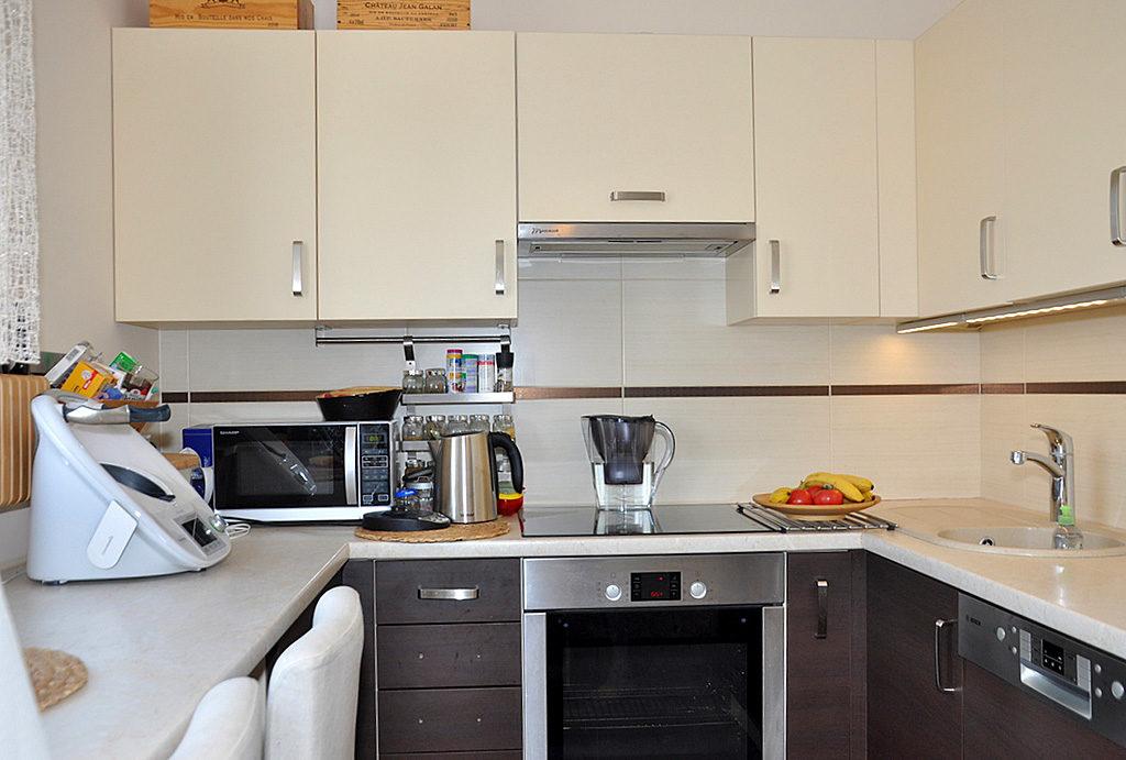 zabudowana nowocześnie kuchnia w mieszkaniu do sprzedaży Wrocław (okolice)