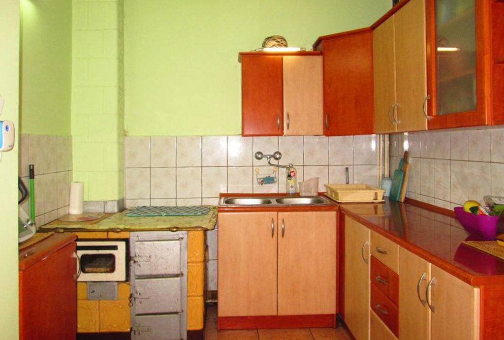 praktycznie zaaranżowana kuchnia w mieszkaniu do sprzedaży Wrocław (okolice)