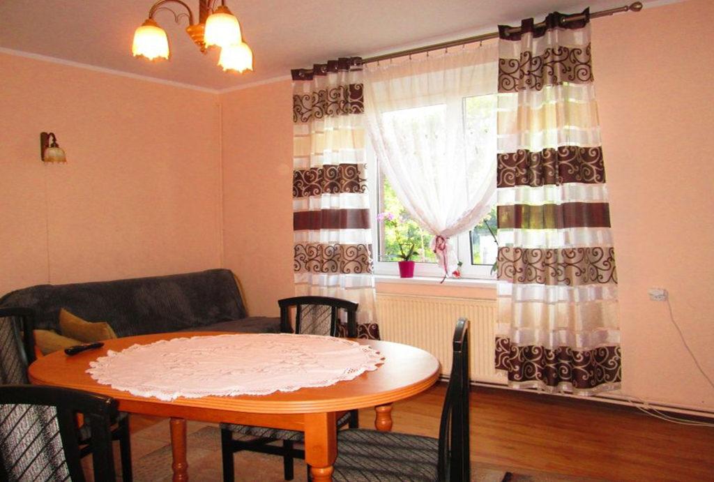 zdjęcie prezentuje jedne z pokoi w mieszkaniu do sprzedaży Wrocław (okolice)