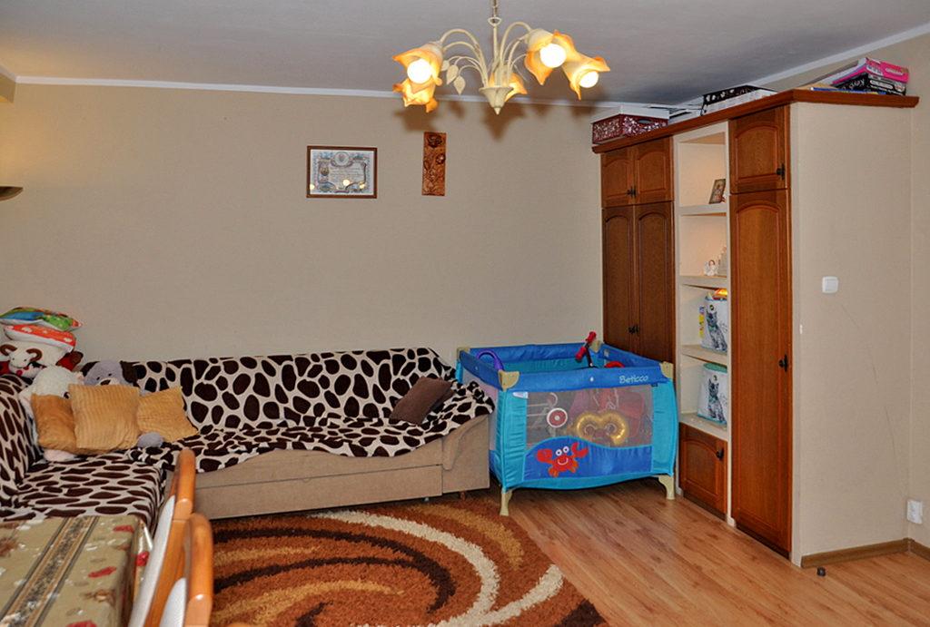 widok na jeden z pokoi w mieszkaniu na sprzedaż Wrocław okolice
