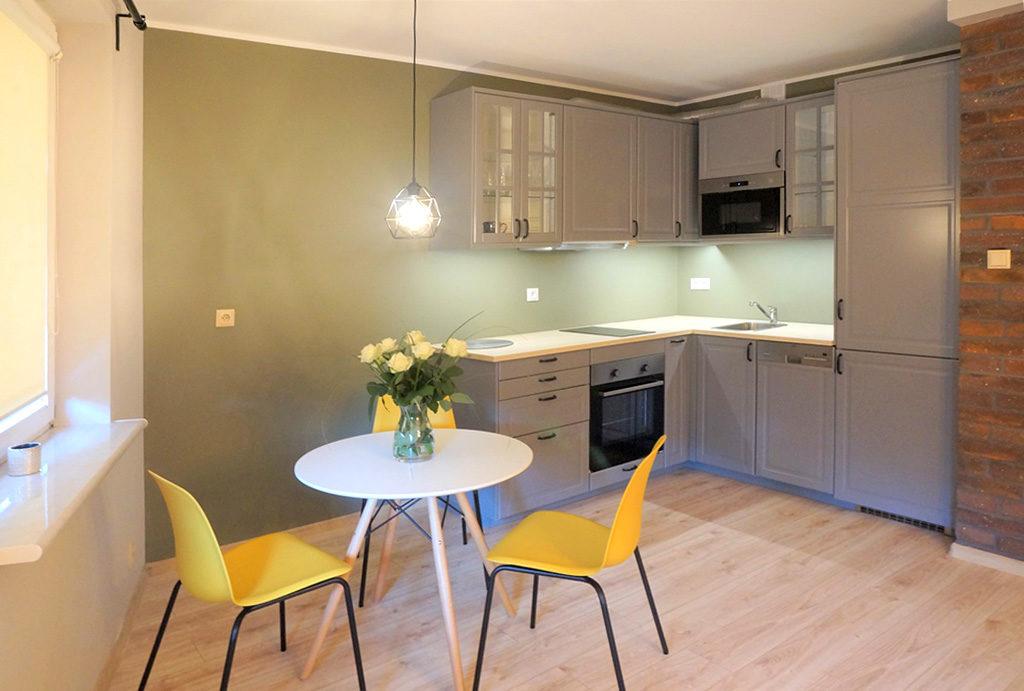 widok z salonu na aneks kuchenny w mieszkaniu na sprzedaż Wrocław Śródmieście