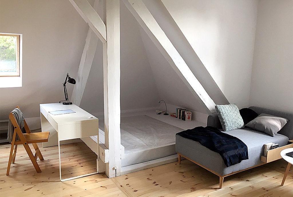zaciszna sypialnia w mieszkaniu na wynajem Wrocław Śródmieście