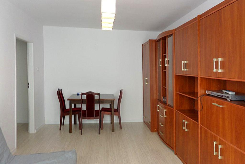 funkcjonalnie urządzona jadalnia z salonem w mieszkaniu do wynajęcia Wrocław Psie Pole