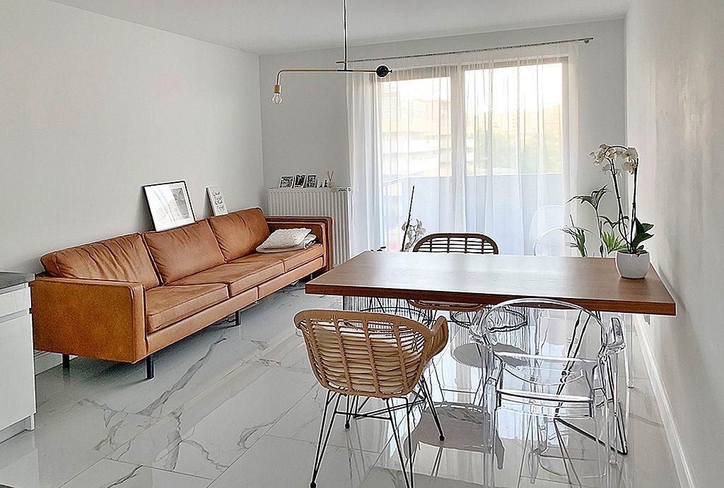 na zdjęciu komfortowy salon w mieszkaniu do wynajmu Wrocław Stare Miasto