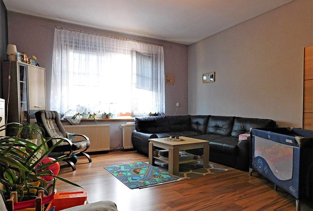 widok na salon w mieszkaniu na sprzedaż Wrocław (okolice)