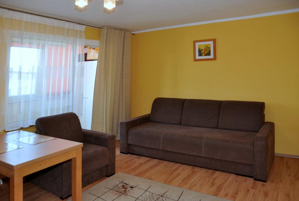 rzut z innej perspektywy na salon w mieszkaniu do sprzedaży Wrocław okolice