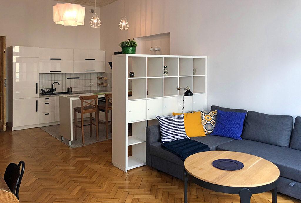 na zdjęciu salon i kuchnia w mieszkaniu do wynajmu Wrocław Śródmieście