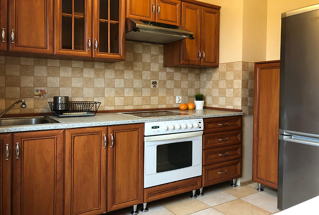zabudowa kuchni w stylu klasycznym w mieszkaniu do wynajmu Wrocław Krzyki
