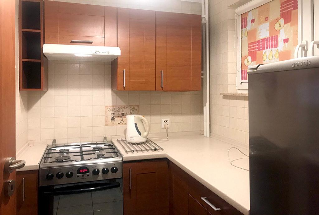 kuchnia w zabudowie w mieszkaniu na wynajem Wrocław Stare Miasto