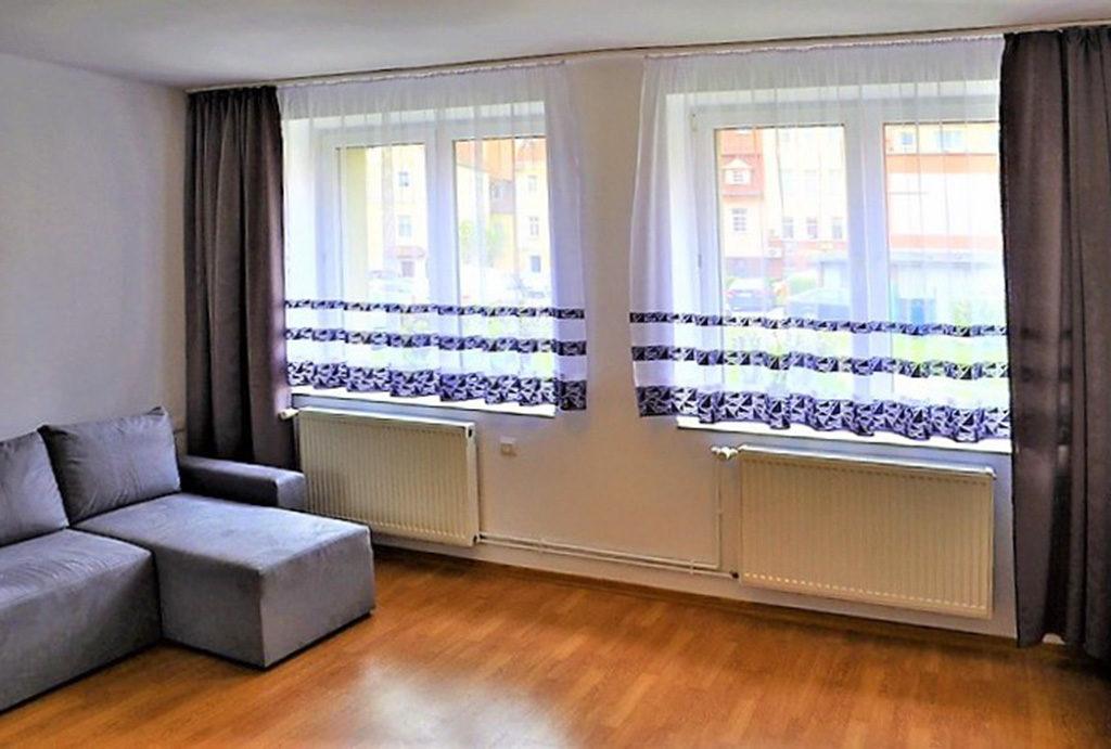 widok na salon w mieszkaniu do wynajmu Wrocław (okolice)