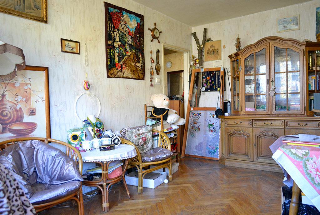 na zdjęciu komfortowy  salon w mieszkaniu do sprzedaży Wrocław Centrum