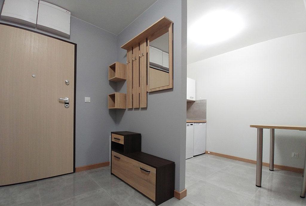 przestronny przedpokój w mieszkaniu do wynajmu Wrocław Fabryczna